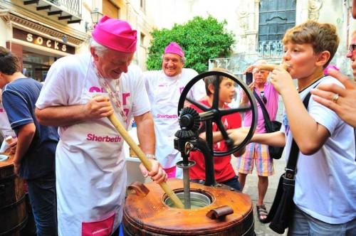 il gelatieri Zoldani intenti a preparare il gelato